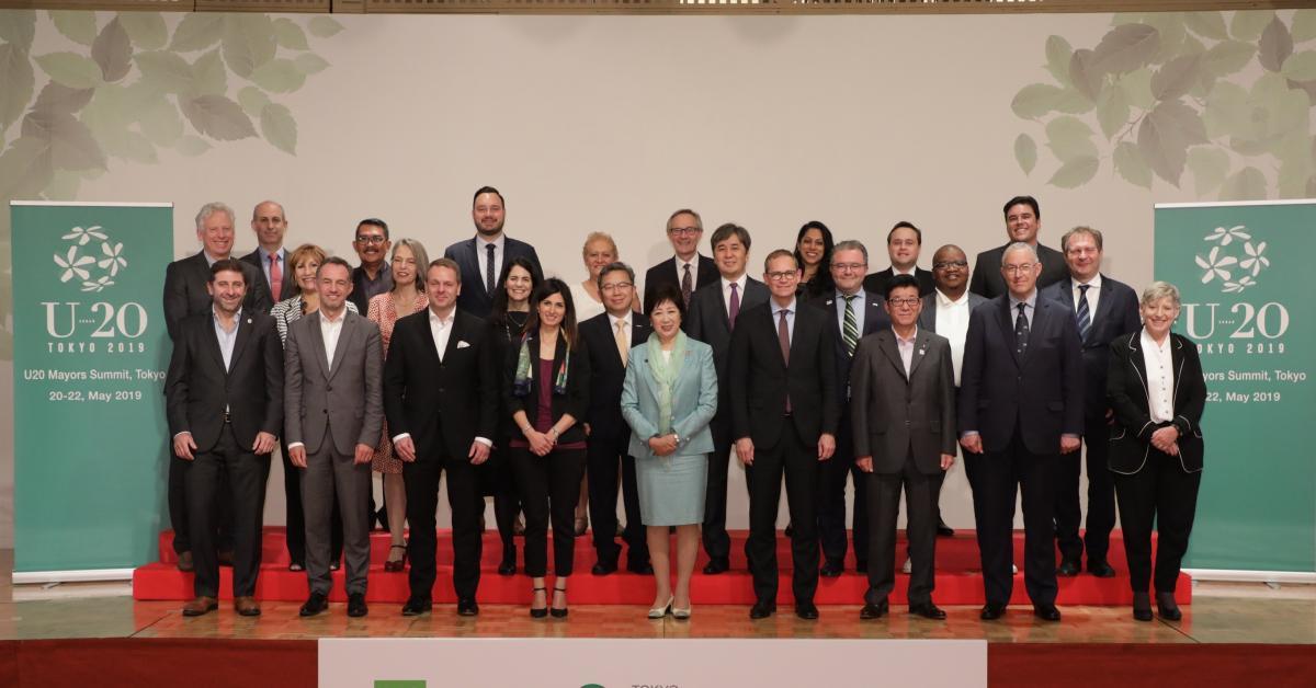 Whole group of city representatives at U20 Summit
